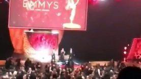 Uptown Funk – I ragazzini di «Stranger things» ballano scatenati sul palco degli Emmy