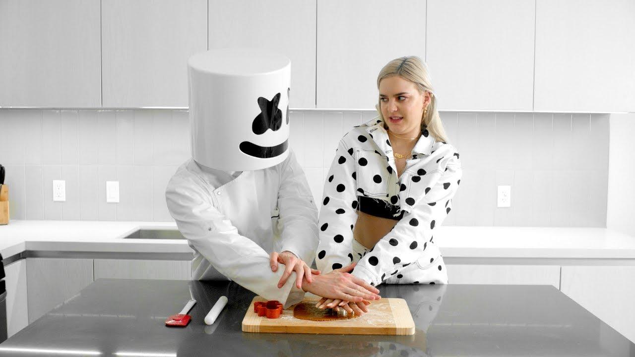 Cooking with Marshmello: How To Make FRIENDS Cookies (Feat ...